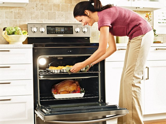 superb Coop Kitchen Appliances #1: Samsungu0027s Flex Duo Oven using a Smart Divider to cut wasted cooking space.  The divider also allows you to cook two things simultaneously at different  ...