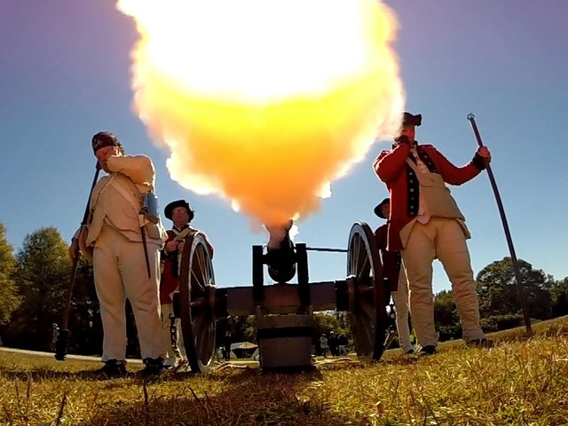 Redcoats-fire-cannon.jpg