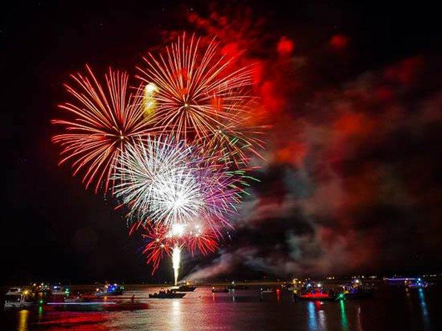beaufort-water-festival-fireworks.png