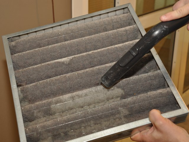 cleaning-air-filter.png