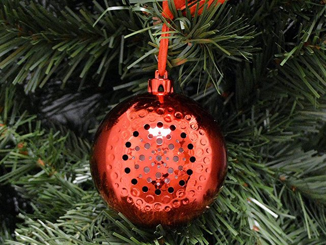 life-made-tree-tunes-ornament-red.png