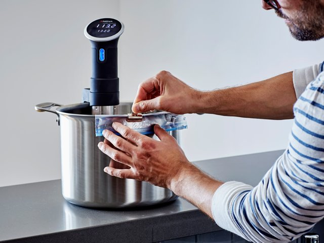 Anova-Culinary-Bluetooth-Sous-Vide-Precision-Cooker.png