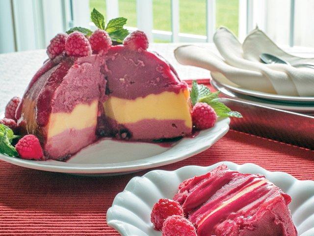 sorbet-bombe-raspberry-sauce.png