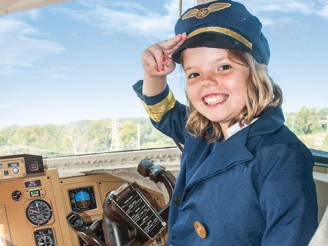 edventure-flight-girl-in-cockpit.png