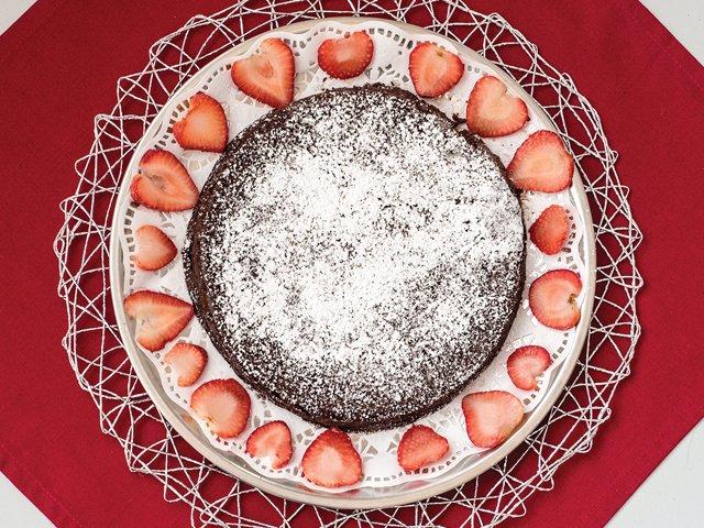 flourless-chocolate-cake-strawberry-circle.jpg