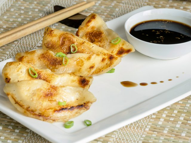 Recipe-0618-Pork and Cabbage Potstickers (2) by Gwénaël Le Vot.png