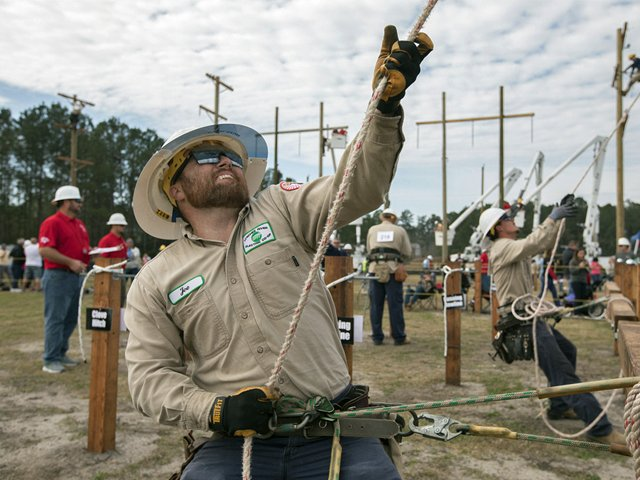 Joe-Wright-Lynches-River-Electric-Lineworkers-Rodeo-Crossarm-Lift.png