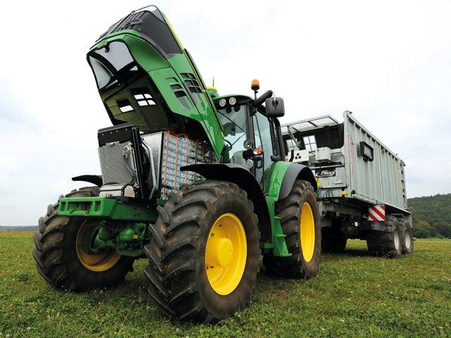 Electric-John-Deere-tractor.png
