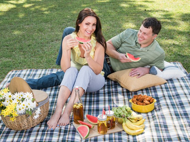 Perfect-picnic-couple-blanket-2.png