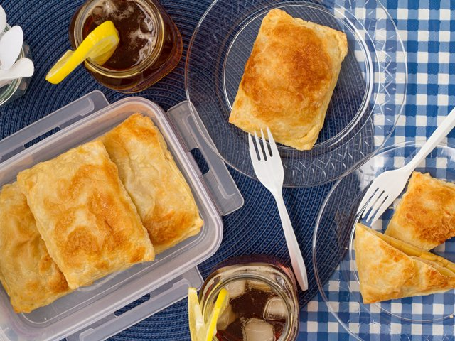 Recipe-0718-PeachTurnovers-alt-7372-by-Gina-Moore.png
