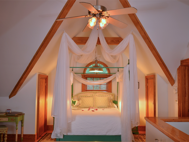 Red-Horse-Inn-Stables Bed.png