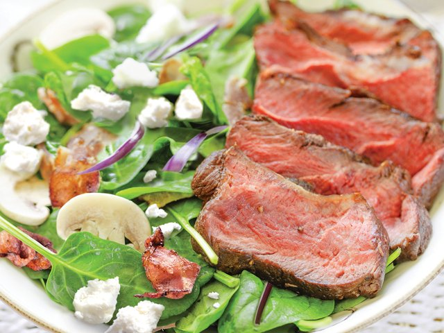 Recipe 0419-Steak spinach salad (4) by Gwénaël Le Vot with crispy bacon FIN.png