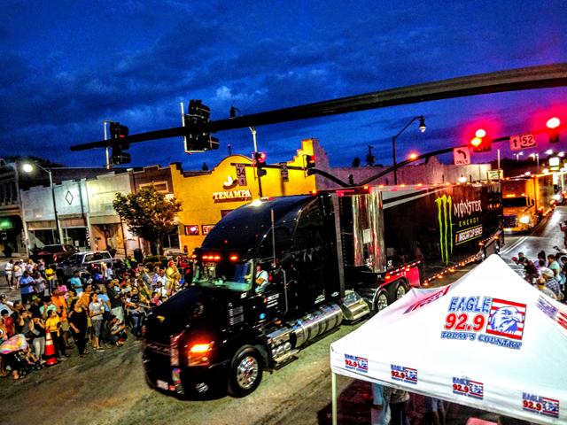 Car hauler parade 3.png