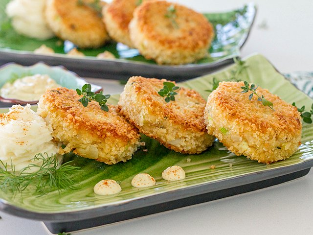 Recipe 1019-Fish Cakes-9592 by Gina Moore.jpg