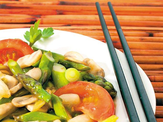 asparagus and tomato stir-fry