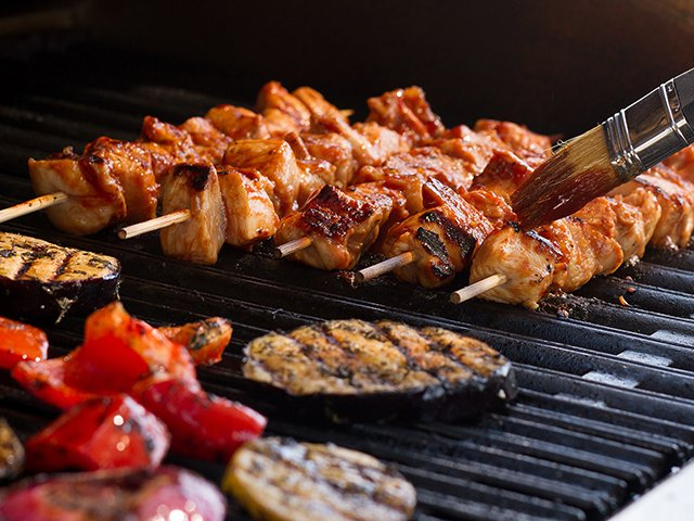 Recipe-0620-Grilling-ChickenKabobsVeggies-by-Gina-Moore.png