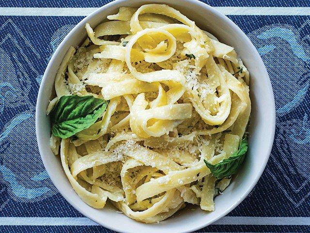 Recipe-0720web-PastaAlfredo-ByKarenHermann-9004.png