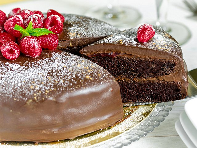 Recipe-1120-Raspberry-Chocolate-Cake(2)-by-GwÃnaÃ«l-Le-Vot.png