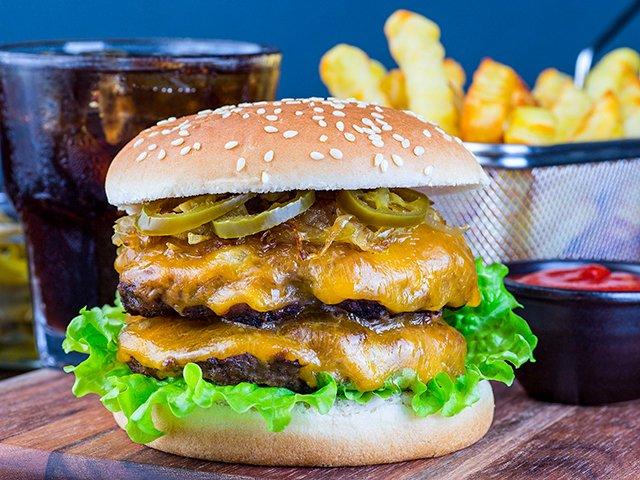 Recipe0121-DoubleCheese-Burger-by-Iuliia-Nedrygailova.jpg