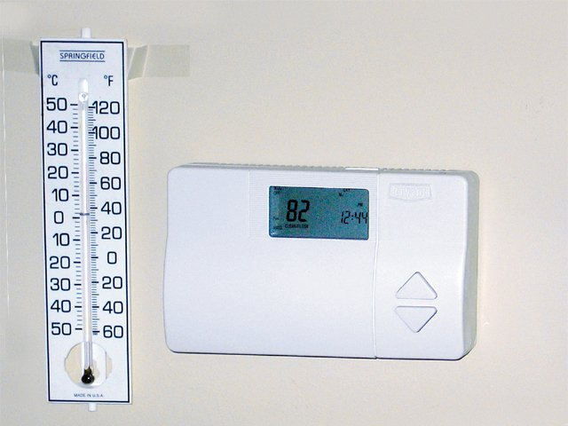 SaveEnergy_LosingEnergy_Thermostat.jpg